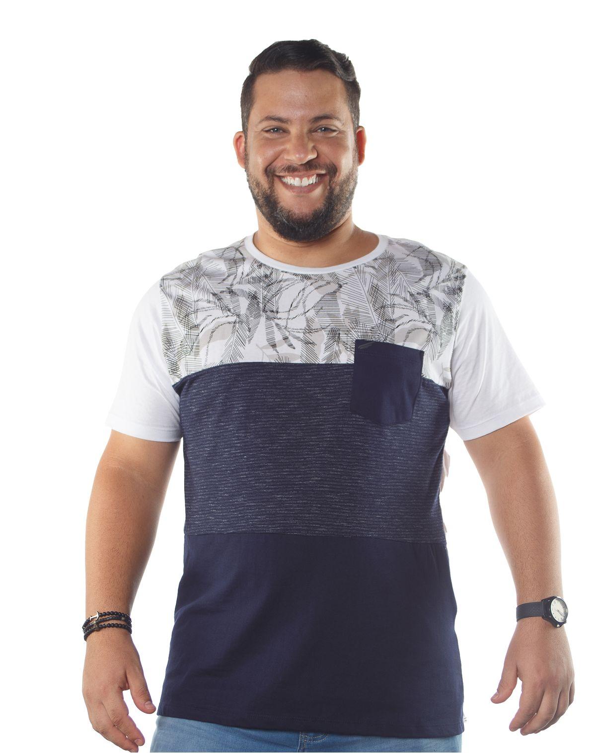 559391001-camiseta-manga-curta-plus-masculina-recortes-tropical-bolso-branco-g1-7c0