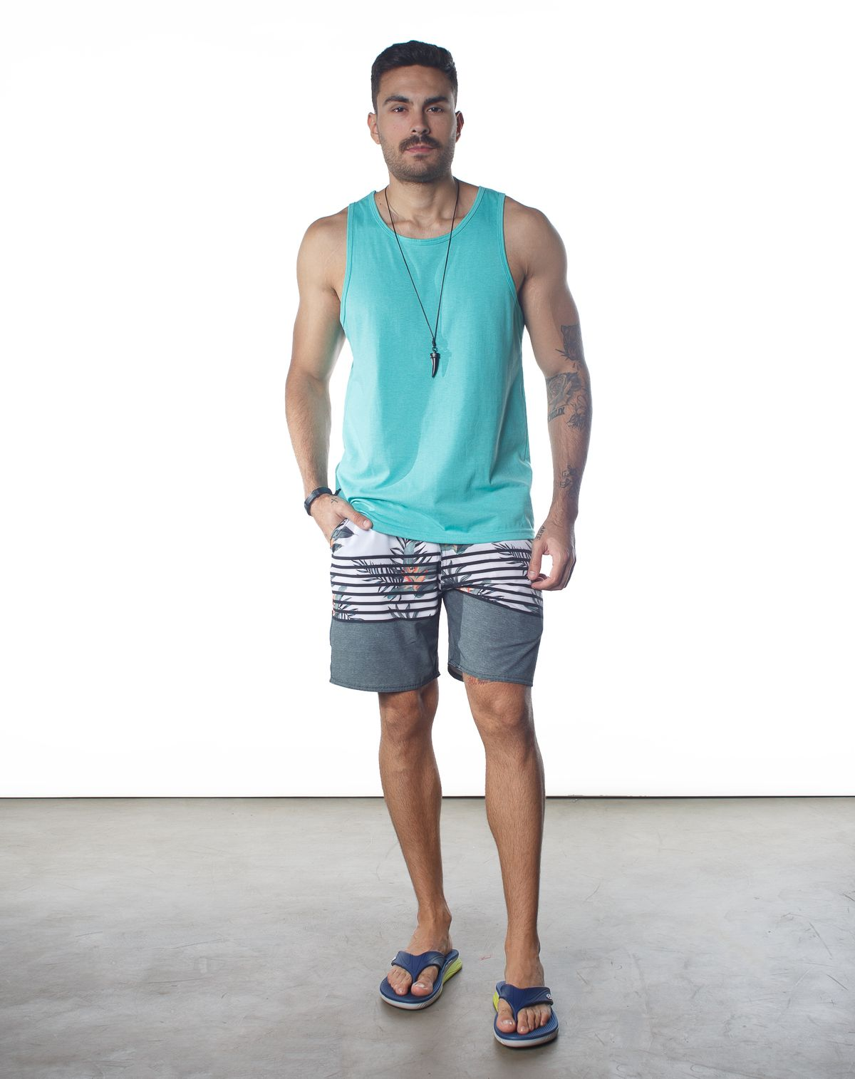 560326001-short-agua-masculino-estampa-tropical-listras-branco-p-b92